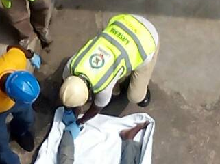 GRAPHIC: Man Commits Suicide At The Lagos State Magistrate Court Over 40K Debt