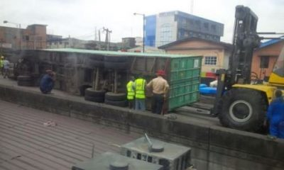 Container Falls Off Ojuelegba Bridge, Lands On Many Cars – Twitter Reports