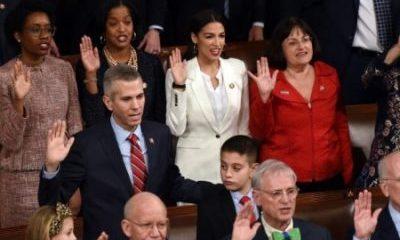 US Democrats Vote To End Government Shutdown