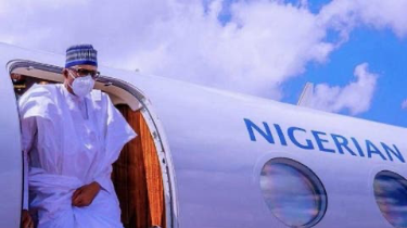Buhari Arrives Mali, Wears Face Mask For First Time