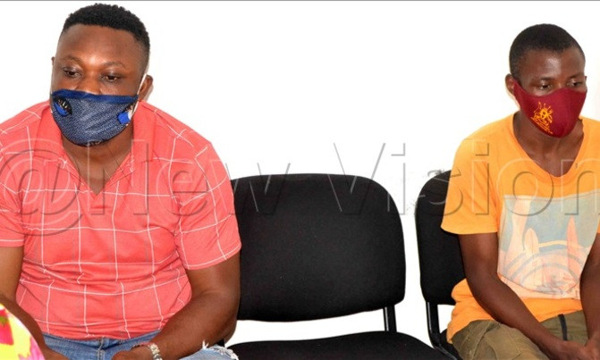 Nigerian, Madu Chima (L) and Ibanda Abubaka (R) at the Anti-Corruption Court. Photo by Michael Odeng of Uganda's New Vision